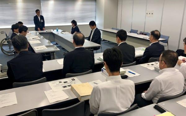 事故の概要や発生原因、再発防止策などについて話し合った(1日午後、横浜市)
