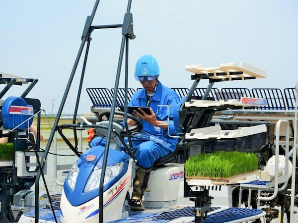 井関農機はスタートアップ企業が提供する営農支援ソフト「アグリノート」と自社の農機の稼働データを連動させる(新潟市)
