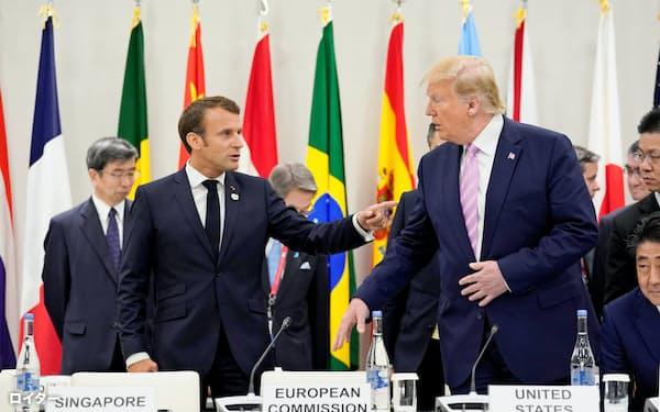 G20でのマクロン仏大統領(左)とトランプ米大統領。温暖化対策でG20の足並みはそろわない=ロイター
