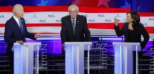 民主党大統領候補討論会で、バイデン氏(左)はハリス氏(右)に人種問題で追及を受けた=ロイター