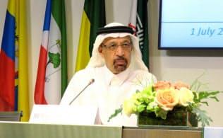 OPECの定例総会後に記者会見したサウジアラビアのファリハ・エネルギー産業鉱物資源相(1日、ウィーン)