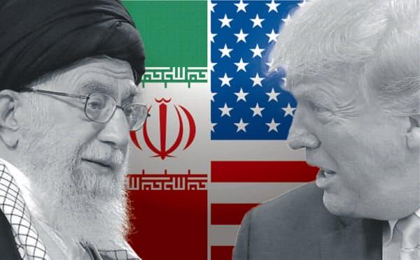 トランプ政権はイラン核合意からの離脱を表明し、原油の禁輸措置など制裁を強めた(左はイラン最高指導者ハメネイ師)