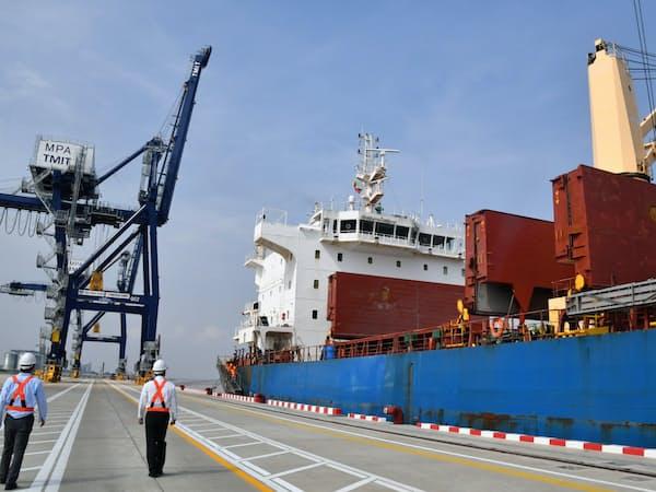 円借款を使って開業したティラワ港のコンテナ貨物ターミナル