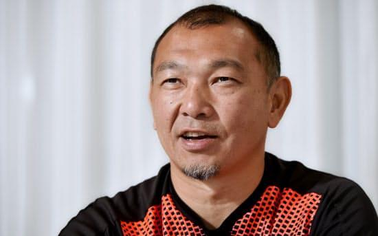 神戸製鋼などで屈指のセンターとして活躍した京都産業大ヘッドコーチの元木由記雄さん
