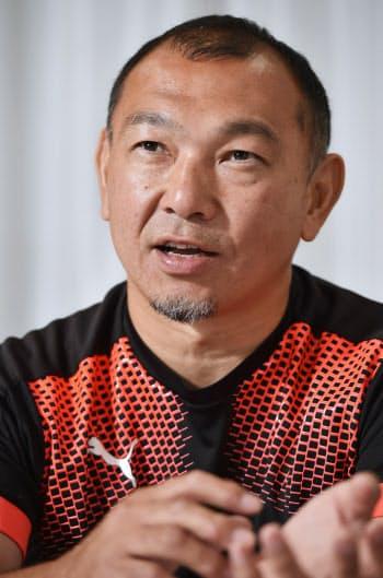 もとき・ゆきお 1971年大阪府生まれ。日本代表キャップ(フル代表同士の試合出場数)は79。96年、世界的選手で構成するバーバリアンズに選出。2010年引退。U-20(20歳以下)日本代表ヘッドコーチを経て13年から京都産業大コーチ。