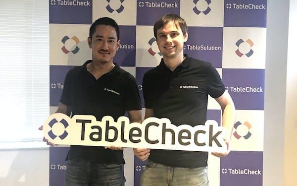 テーブルチェックの谷口優社長(左)とジョン・シールズ取締役(右)(東京・中央、2日)
