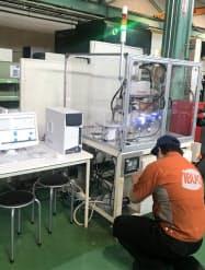 ロボットが工具をつかんで自動判定するIBUKIの工具摩耗判定システム(山形県河北町)