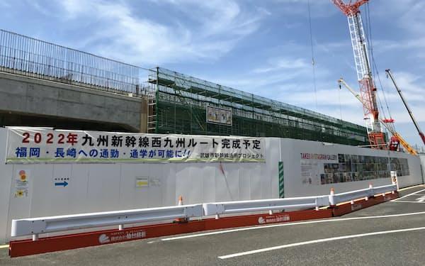 2022年度の長崎新幹線の暫定開業に向けた建設工事が進むJR武雄温泉駅(佐賀県武雄市)