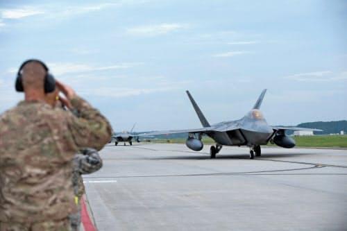 米軍はステルス戦闘機F22をカタールの空軍基地に配備した=ロイター