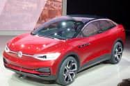 VWが20年に中国で発売する「ID.クロス」のコンセプト車(17年9月、フランクフルト国際自動車ショー)