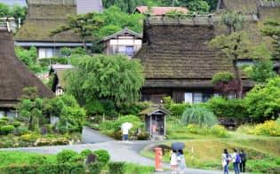 かやぶき屋根の民家が40棟近く現存する「美山かやぶきの里」(京都府南丹市)=黒田弁慶撮影