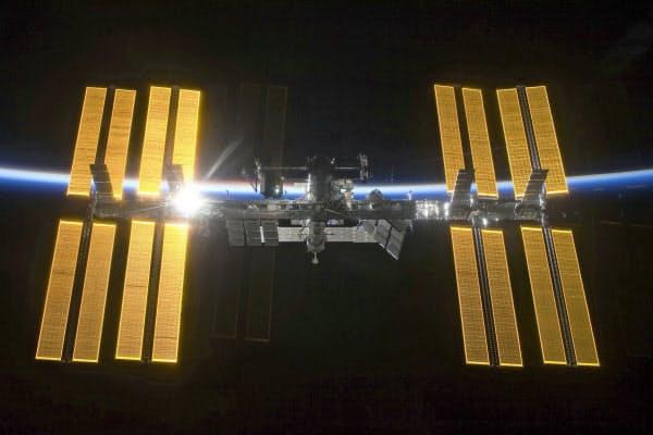 きらめく国際宇宙ステーション(NASA・AP)