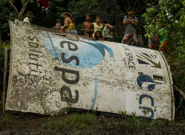 ブラジルに落下した宇宙船の一部(2014年)=AP