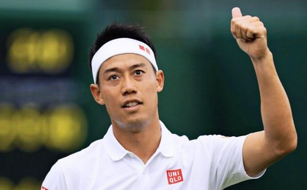 テニスのウィンブルドン選手権男子シングルス1回戦に勝利した錦織。初戦敗退した大坂なおみについて言及した=共同