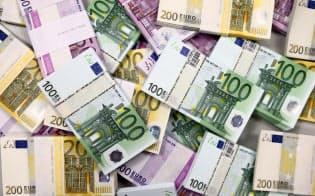 2022年から段階的に導入される新規制で、欧州の銀行は従来想定を上回る資本増強を迫られる可能性が出てきた=ロイター