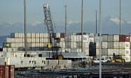 米国は5月10日、中国製品に対する制裁関税「第3弾」を発動したが、関税前の駆け込みで中国からの輸入は増えた(米国のコンテナ港)=AP