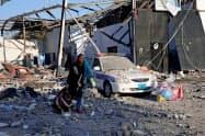 リビアのトリポリ近郊で空爆を受け破壊された移民収容センター(7月3日)=ロイター