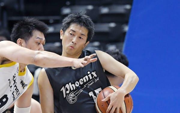 日本選手権で障害者とプーレする伊丹の三浦。今年から健常者も参加した