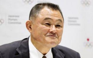 日本オリンピック委員会の新会長に選出され、記者会見する山下泰裕氏(27日)=共同