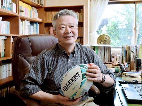 後藤さんが数多くの著作を書き継いできた書斎で(2019年6月、京都府八幡市)