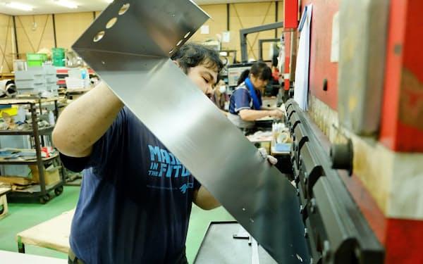 町工場では相見積もりなどの負担が大きかった(茨城県の板金加工の工場)