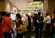 パン・パシフィック・インターナショナルホールディングスが香港1号店「DONDONDONKIミラプレイス2」を12日に開店する(写真はシンガポールの店舗)