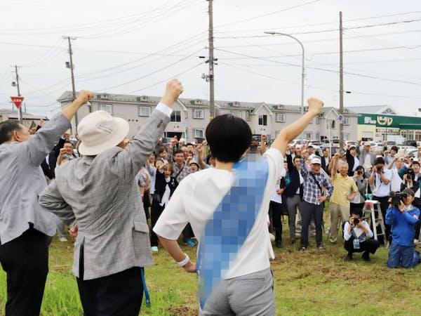 秋田選挙区は自民党現職と野党統一候補による事実上の一騎打ちだ(4日、秋田市)