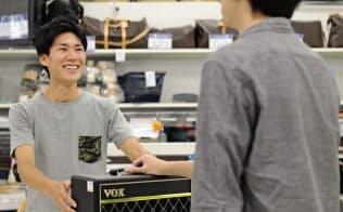 トレファクは対面取引の安心感を強みにブランド品にも進出する