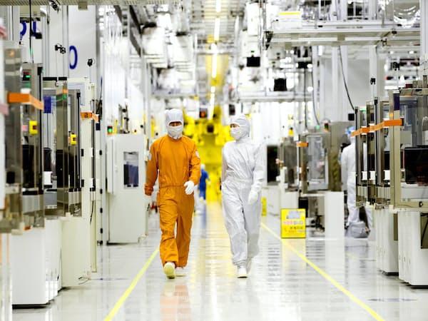 半導体の在庫が積み上がっているとされる(サムスン電子がソウル郊外で操業する半導体工場)