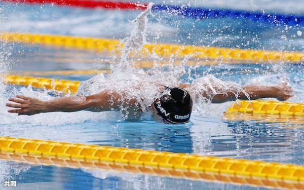 競泳男子50メートルバタフライで銀メダルを獲得した田中優弥(5日、ナポリ)=共同