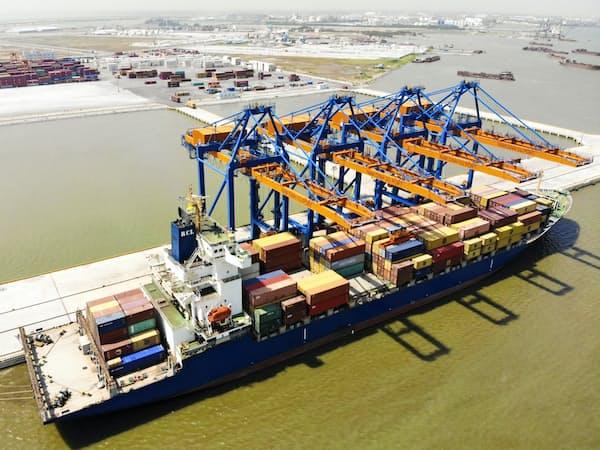 米中貿易戦争を受けてベトナムでは輸出コンテナが急増している