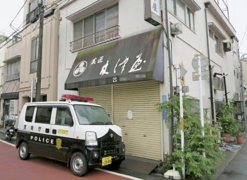 女子大生の遺体が冷蔵庫から見つかった和菓子店=7日午前、東京都荒川区(画像の一部を加工しています)=共同