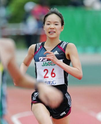 1時間8分49秒で優勝した一山麻緒(7日、千代台公園陸上競技場)=共同