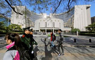 中国人民銀行の本店ビル(北京)=ロイター