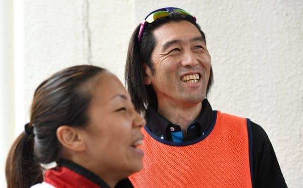 高田(左)は大森の指導を「分かりやすく、安心感を与えてくれる」と話す