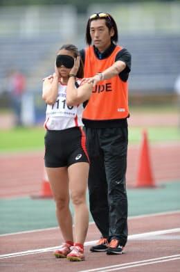 大森は高田(左)への指導で「パラスポーツの魅力に引き込まれた」