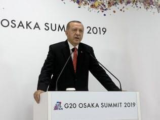 エルドアン氏はイスタンブール市長選敗北に危機感を募らせている(6月29日、大阪市)