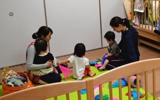大阪府守口市は国に先行して0~5歳児の幼児教育・保育を無償化し、子育て世帯の人口が増えた(3日、同市内の認定こども園)