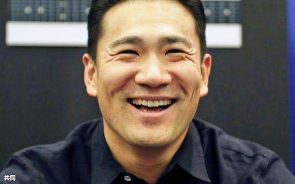 オールスター戦前日の記者会見で笑顔を見せるヤンキース・田中(8日、クリーブランド)=共同