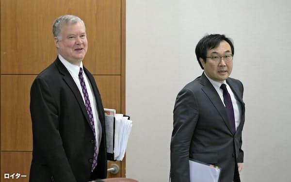 米国のビーガン北朝鮮担当特別代表(左)と韓国外務省の李度勲平和交渉本部長(5月、ソウル)=ロイター