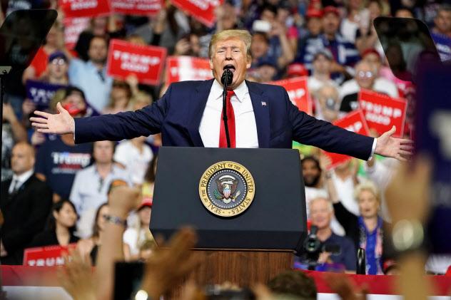 再選を期す共和党のトランプ大統領は、米経済の回復を誇示する=ロイター