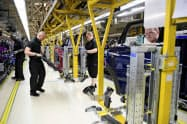 独BMWの小型車「ミニ」を生産する英国内の工場=ロイター