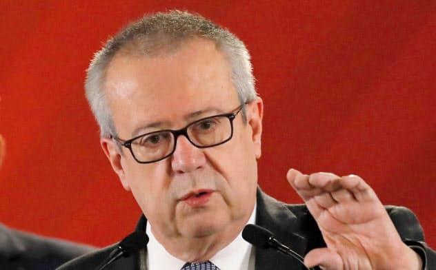 辞任を表明したメキシコのウルスア財務公債相=ロイター