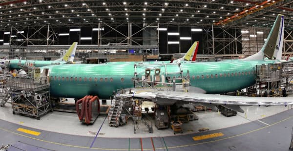 主力機「737MAX」の出荷停止で米ボーイングの1~6月の納入機数は4割減少した=AP