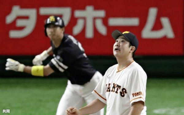 交流戦のソフトバンク戦で福田に先頭打者本塁打を浴びた巨人・菅野。腰の違和感の影響で本来の投球を見せられていない=共同