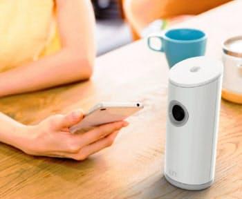 ライトタッチテクノロジーは、センサー(右)に指をかざすと血糖値が測定できる機器を開発=同社提供
