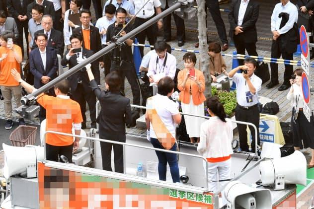 参院選の立候補者は地域活性化策を競い合う(4日、大阪市)=一部画像処理しています