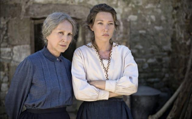 ナタリー・バイ(左)とローラ・スメットの母娘共演は見どころだ(C)2017 - Les films du Worso - Rita Productions - KNM - Pathe Production - Orange Studio - France 3 Cinema - Versus production - RTS Radio Television Suisse