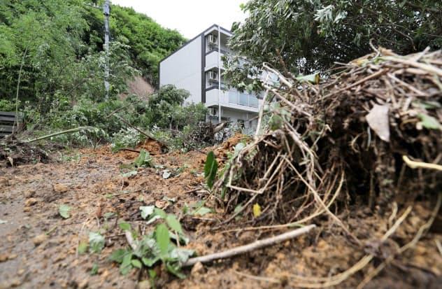 九州南部の大雨で土砂崩れが相次いだ(4日午後、鹿児島市)