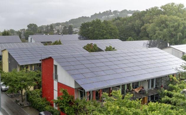 ドイツ政府は、「グリーンボンド(環境債)」を通じて環境対策資金の調達を目指す(5月、ドイツ南西部)=AP